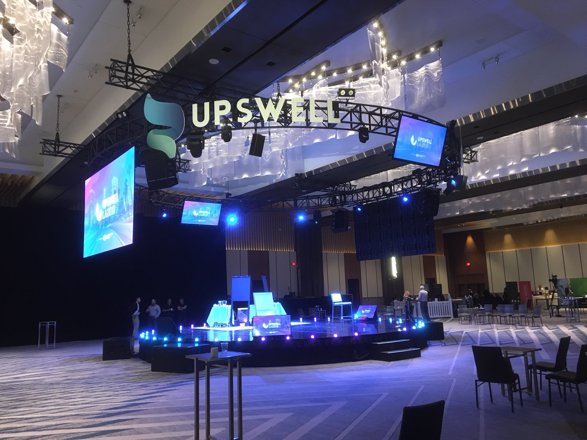 Seattle Corporate Event Lighting R90